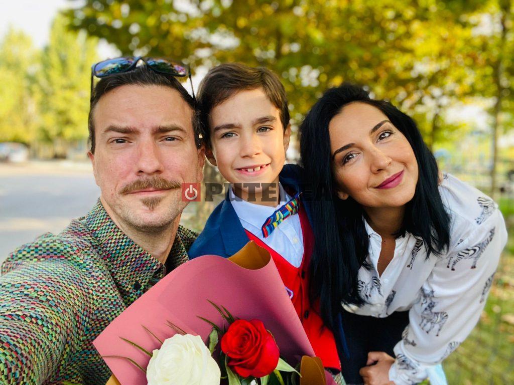 Idris Rafael (7 ani) și părinții Emma Zeicescu și Claudiu Popa